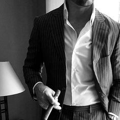 Ravageurs smoke cigars.