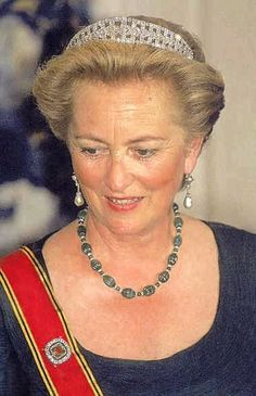In a post below  Maria Olivia asked me to start a new thread about the emeralds worn by the Belgian royal ladies.  This is mostly just copied from my post below but I did add a few things.    I have some questions about the many emerald pieces in that belonged to the Belgian ladies.    Where did they come from?  I think that some of them were gifts from Astrid's parents and some gifts from Leopold's parents but I don't know which is which.    Where did they end up?  I know that the emerald…