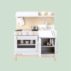 Excited to announce you can now find our play kitchens nestled amongst the stylishly curated collections at @maisonetteworld! More ways to shop for our one-of-a-kind play kitchens, and stay tuned for more to come. #itsamaisonetteworld #miltonandgoose