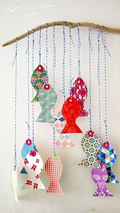 Paper fish mobile - easy and inexpensive wall decor for baby's room. Fish Crafts, Diy And Crafts, Paper Crafts, Diy For Kids, Crafts For Kids, Fish Mobile, Baby Mobile, Papier Diy, Handmade Baby Gifts