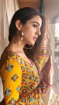 Sara Ali Khan Looks Surreal In Her Indo Western Outfit As She Promotes Her Upcoming Film Kedarnath - HungryBoo Beautiful Bollywood Actress, Most Beautiful Indian Actress, Indian Celebrities, Bollywood Celebrities, Bollywood Stars, Bollywood Fashion, Bollywood Girls, Couple Goals Tumblr, Saif Ali Khan