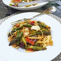 Stacey Snacks: What's for Dinner? Seared Asparagus w/ Noodles & Balsamic Reduction