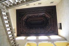 sufit w kształcie odwróconego okrętu