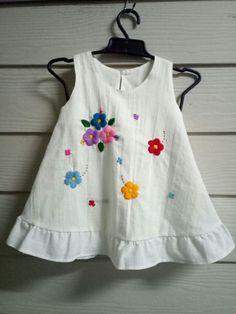 Girls Frock Design, Kids Frocks Design, Baby Frocks Designs, Baby Dress Design, Cotton Frocks For Kids, Frocks For Girls, Baby Girl Dresses Diy, Little Girl Dresses, Kids Dress Wear