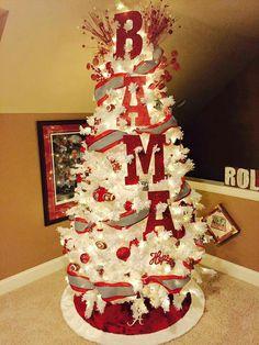Alabama christmas tree. Love this Alabama Room, Alabama Decor, Football Decor, Football Crafts, Alabama Football Wreath, Football Baby, Football Team, Roll Tide Alabama, Christmas Trees