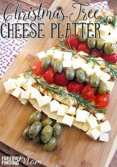 Christmas Tree Cheese Platter Need an easy Christmas appetizer idea? In just minutes, you'll be able to create this impressive Christmas Tree Cheese Platter that is guaranteed to impress your guests. Christmas Party Food, Xmas Food, Christmas Cooking, Homemade Christmas, Christmas Desserts, Simple Christmas, Christmas Tree, Christmas Cheese, Summer Christmas