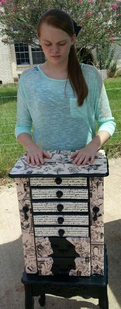 Upcycled jewelry box. Pink Paris paper.