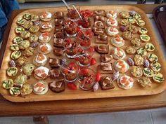 La meilleure recette de Apéritif de Noël! L'essayer, c'est l'adopter! 5.0/5 (8 votes), 10 Commentaires. Ingrédients: 8 verrines poivron grillé-petits lardons, 20 mini-tartelettes aux asperges vertes et lardons, 20 toasts de pain d'épices et foie gras, 16 blinis au saumon fumé, 20 mini-tartelettes au crabe, 10 petits saucissons secs, des tomates cerise