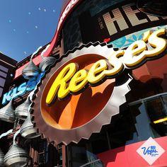 The new Hershey's Chocolate World at New York-York Las Vegas has unique gifts found nowhere else! Las Vegas Tips, Las Vegas Slots, Las Vegas Vacation, New York Vacation, Visit Las Vegas, Las Vegas Nevada, Last Vegas, Vegas 2017, Henderson Nevada