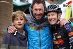 Die Siegerin des  Arlberger Bike Marathon mit ihren tatkräftigen Unterstützern. Marathon, Winter Jackets, Bike, Fashion, Bicycle Kick, Moda, Winter Vest Outfits, La Mode, Marathons