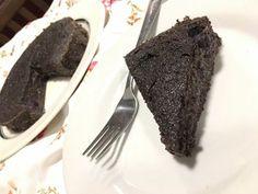 Áfonyás mákbrownie liszt-, cukor- és tejmentesen | Mai Móni