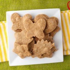 These homemade peanut butter crackers are made with real whole food ingredients and are the perfect crunchy satisfying snack for your kids! Super Healthy Kids, Healthy Snacks For Kids, Kid Snacks, Lunch Snacks, Healthy Baking, Healthy Foods, Healthy Recipes, Baby Food Recipes, Whole Food Recipes