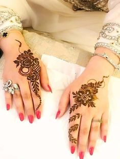 Beautiful Mehndi Design - Browse thousand of beautiful mehndi desings for your hands and feet. Here you will be find best mehndi design for every place and occastion. Quickly save your favorite Mehendi design images and pictures on the HappyShappy app. Modern Henna Designs, Henna Art Designs, Mehndi Designs For Girls, Mehndi Designs For Beginners, Mehndi Design Photos, Mehndi Designs For Fingers, Beautiful Mehndi Design, Latest Mehndi Designs, Simple Mehndi Designs
