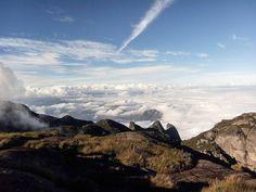 Voe! Se n puder voar corra. Se n puder correr ande. Mas siga sempre em frente.Uma vez que vc tenha experimentado voar vc andará pela terra com os olhos voltados ao céu pq se lá vc já esteve pode ter ctz q desejará voltar!  #mothernature #parnaso #camping #explore #moveout #trilha #sunset #RJ #Brazil #montanhismo #trilhando #sky #clouds #blue #landscape #natrilha #nature #fly #trilhandotrilhas #trilheirosnaestrada #getoutside  #trip #traveler #instanature #natureza  #visiteteresopolis #trails…