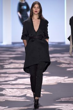 Vera Wang (NYFW) - There was indeed some great construction in this collection, but some was definitely off. Despite the more colorful and eye-catching pieces, this coat stood out to me. It's the only high-low hemline I've ever seen that I actually like.