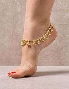 toe rings and Check out mega collection of Stunning Anklets that are must buy, we have anklets for every occasion. Share these great products with your friends too Gold Anklet, Silver Anklets, Anklet Designs, Necklace Designs, Tatto Designs, Ankle Jewelry, Ankle Bracelets, Gold Jewellery Design, Women's Feet