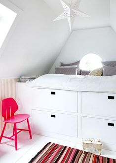 Cool kids bedroom with a tall bed with storage solutions. A pink chair and colourful rug gives contrasts to the white look. Tall Bed, Creative Kids Rooms, Cool Kids Bedrooms, Gravity Home, Bed Storage, Baby Room Decor, Furniture, Home Decor, Storage Solutions