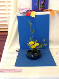 Miniature Flower Show Luray Garden Club. Cloth flows from upper shelf to lower. Small Flower Arrangements, Ikebana Arrangements, Small Flowers, December Flower, Halloween Flowers, Garden Club, Flower Show, Miniture Things, Container Plants
