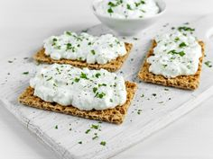 Is cottage cheese keto friendly? Learn the answer and find out the best ways to include more cottage cheese in your keto meal plan. Benefits Of Cottage Cheese, Cottage Cheese Recipes, Healthy Dinner Recipes, Healthy Snacks, Keto Recipes, Breakfast Recipes, Delicious Recipes, Eating At Night, Keto Cheese