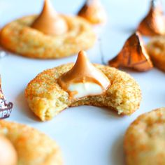 White Chocolate Pumpkin Spice Blossoms - December 23 2018 at - Good - and Inspiration - Yummy Recipes Ideas - Paradise - - Vegan Vegetarian And Delicious Nutritious Meals - Weighloss Motivation - Healthy Lifestyle Choices Pumpkin Sugar Cookies, Chocolate Sugar Cookies, Sugar Cookie Frosting, Peanut Butter Cookies, No Bake Cookies, Chocolate Cake, Kiss Cookies, Cookie Butter, Pudding Cookies