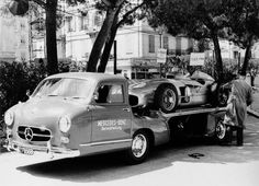 Juan Manuel Fangio (Great Britain Daimler-Benz AG Group Photo Mercedes (Germany Test Rudolf Uhlenhaut (Germany Testing S. Classic Race Cars, Old Classic Cars, Classic Trucks, Old Mercedes, Mercedes Benz Amg, Vintage Racing, Vintage Cars, Daimler Benz, Car Carrier