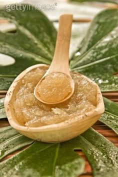 gommage au sucre (huile pepin de raisin + huile olive + amande douce + sucre canne+ HE lavande + HE ylang ylang)