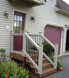 Most Creative Small Deck Ideas, Making Yours Like Never Before! Tags: small deck ideas porch design,small deck ideas on a budget,small deck ideas decorating Small Front Porches, Front Deck, Decks And Porches, Veranda Design, Deck Design, Door Steps, Front Steps, Porch Stairs, Porch Railings