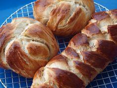 #Τσουρέκι #πασχαλινά #nostimiesgiaolous Bread, Food, Essen, Breads, Baking, Buns, Yemek, Meals