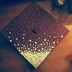 The sparkles gradually dissipate going upwards. Teacher Graduation Cap, Nursing Graduation Pictures, Graduation Cap Designs, Graduation Cap Decoration, Kindergarten Graduation, Grad Cap, Graduation Ideas, Graduation 2016, Cap Decorations