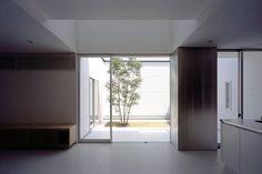 Casa con una pequeña piscina, por NRM Architects Office