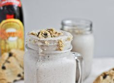 chocolate chip cookie kahlua milkshakes via Sweet Eats. Coffee ice cream, kahlua and chocolate chip cookies. Kahlua Drinks, Yummy Drinks, Delicious Desserts, Yummy Food, Dessert Recipes, Drink Recipes, Kahlua Recipes, Chocolate Cocktails, Chocolate Liquor