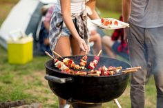 Just because you're camping doesn't mean you need to stick the traditional camper's diet. With just a few pieces of equipment and an open and creative mind, you will find yourself cooking gourmet camping meals in no time. Camping Grill, Camping Meals, Grilling, Camping Site, Homestead Survival, Gourmet Cooking, Cooking Recipes, Beef Recipes, Cooking Tips
