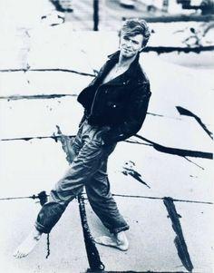 「herb ritts photo of david bowie」の画像検索結果 David Bowie, Herb Ritts, Aladdin Sane, The Thin White Duke, Idol, Major Tom, Ziggy Stardust, David Jones, Brixton