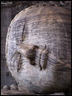 Gal Vihara Buddha, in granito