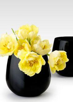 ♥ this little black vase