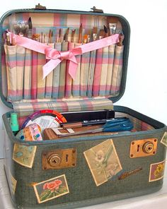 an old make up case becomes an artist's best friend LAS FIND THE TUTORIAL TO RELINE INSIDE OF SUITCASE WITH FABRIC