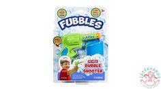 A legszuperebb bubifújó pisztoly, amit valaha láttál.  Ezt a játékot nem csak a gyerek fogja imádni, hanem a szülők is, hiszen akkor sem folyik ki, ha felborul, leesik vagy eldől a nagy mókázás közben.  Végre egy kiömlésmentes buborékfújó pisztoly!  A szett tartalmaz egy pisztolytartó övet és 59 ml Fubbles utántöltőt.  A játék többféle színben kapható, az ár 1 db Fubbles cseppmentes buborékfújó pisztolyra vonatkozik, melyet véletlenszerű változatban küldünk. Bubble Shooter, Snack Recipes, Snacks, Pop Tarts, Bubbles, Packaging, Food, Snack Mix Recipes, Appetizer Recipes