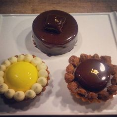 "l#mousse#framboise#opalys#cremeux#crunchy#sable#pastry#life"" Fine Dining, Mousse, Desserts, Life, Food, Tailgate Desserts, Deserts, Essen, Postres"