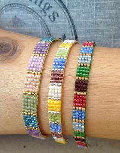 Small square stitch loom bracelets with miyuki delict beads. Small square stitch loom bracelets with miyuki delict beads. Loom Bracelet Patterns, Bead Loom Bracelets, Bead Loom Patterns, Woven Bracelets, Jewelry Patterns, Handmade Bracelets, Beading Patterns, Crochet Bracelet, Crystals