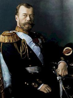 tsaar (Russische keizer) Nicolaas II (1868-1918) de tsaar was de keizer van rusland. hij bestuurde het land. dit deed hij met harde hand. op een bepaald moment trokken de duitsers rusland binnen. de tsaar kreeg hiervan de schuld. er ontstonden stakingen en in februari 1917 tijdens de februari revolutie werd de tsaar afgezet.