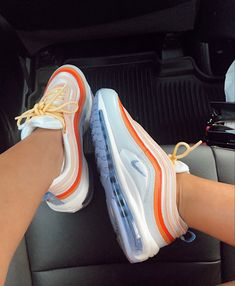 Cute Sneakers, Shoes Sneakers, Souliers Nike, 1990 Style, Nike Air Shoes, Aesthetic Shoes, Hype Shoes, Fresh Shoes, Trendy Shoes