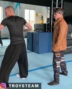 Krav Maga Self Defense, Self Defense Moves, Self Defense Martial Arts, Martial Arts Workout, Martial Arts Training, Boxing Training, Martial Arts Techniques, Self Defense Techniques, Ju Jitsu