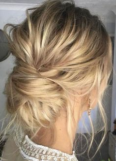 Messy updo wedding hair inspiration | Bridal hair style ideas #hairstyle #updo #looseupdo #hairinspiration #weddinghairstyles