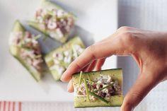 Kijk wat een lekker recept ik heb gevonden op Allerhande! Komkommerschuitjes met garnalen-jeneversalade