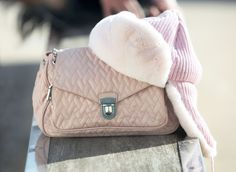 Praga bag and Regina cap http://www.cinderellasdiary.it/mixmatch-largo-ai-contrasti/