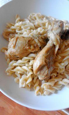 Retete Culinare pentru Meniul Zilei : Meniul Zilei de Marţi - Papricaş de pui cu paste