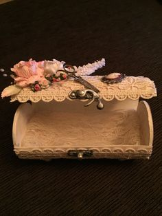 Shabby chic altered Pringles can