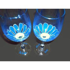 Pair of Large Painted Wine Glasses with Blue and Yellow Daisy Flowers... ($15) ❤ liked on Polyvore featuring home, kitchen & dining, drinkware, blue wine glass, hand crafted wine glasses, painted wine glass, wedding wine glass and set of 2 wine glasses