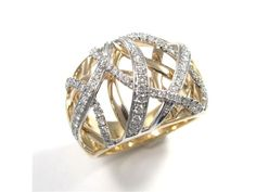 Keep yourself or your lucky lady sparkling this season! Stunning 14 karat gold and diamond ring