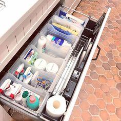 女性で、4LDKのナチュラルフレンチ/キッチン収納/フレンチカントリー/ナチュラルインテリア/ナチュラル…などについてのインテリア実例を紹介。「シンク下にはキッチン掃除用品やゴミ袋、洗剤ストックなどを収納しています♪」(この写真は 2017-04-26 21:39:27 に共有されました)